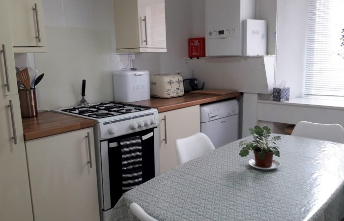 Kitchen cooker, units, kitchen table and white chairs